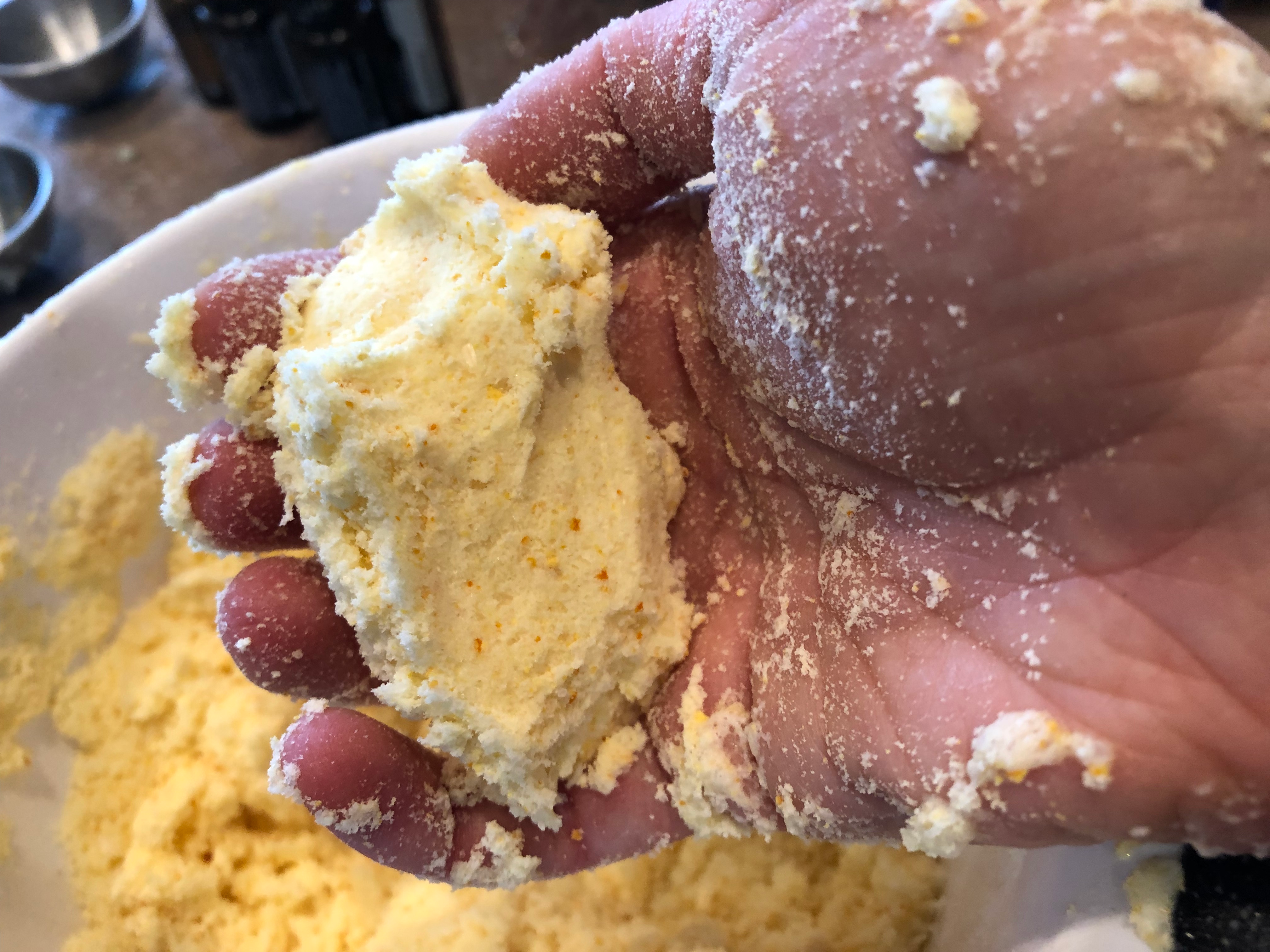 The consistency of the bath bomb mixture should be like wet sand.