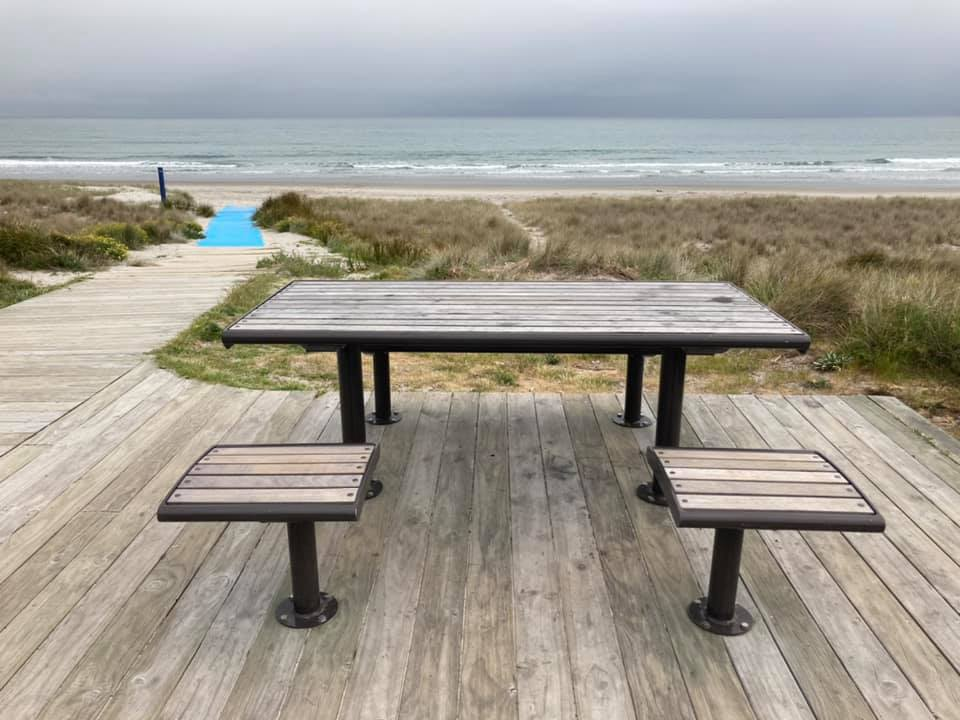 Accessible picnic table